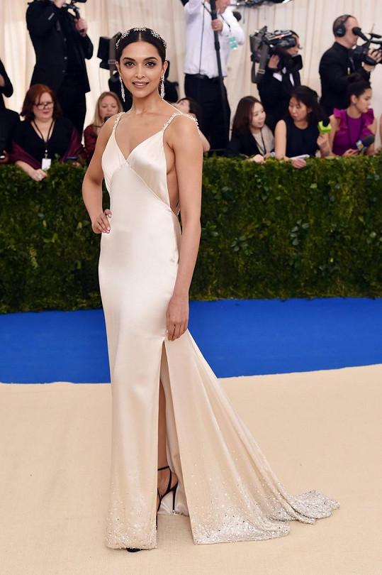 V roce 2017 jako svatá se svatozáří na Met Gala v modelu Tommy Hilfiger.