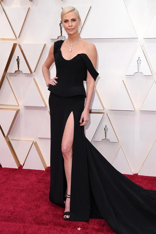 Charlize Theron se kvůli snímku Zrůda proměnila k nepoznání.