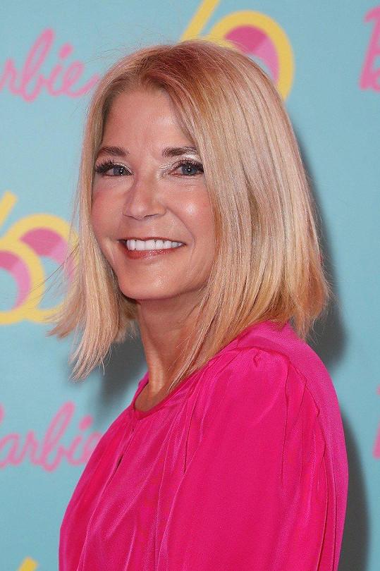 Candace Bushnell je autorkou románů 4 blondýnky, Krása na prodej a Džungle rtěnek. Její prvotina Sex ve městě se stala předlohou k oblíbenému stejnojmennému televiznímu seriálu i celovečernímu filmu.