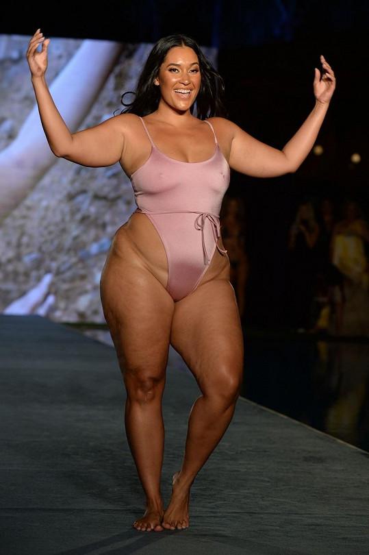 Další krásná modelka větších velikostí Amanda Kay