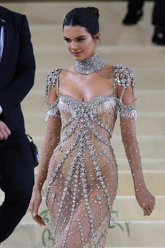 Kendall na sebe oblékla model značky Givenchy.