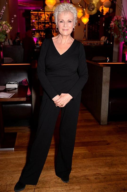 Julie Walters pro BBC promluvila o rakovině, jíž si prošla.