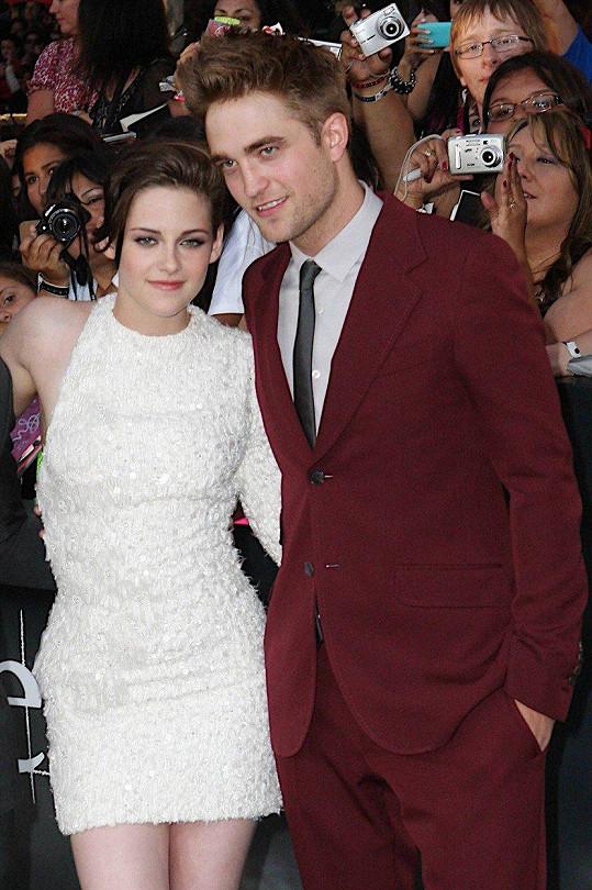 Pattinson tvořil pár se Stewart z Twilight, která ho podvedla.