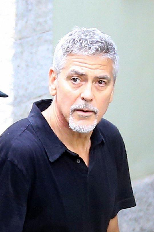 George Clooney vypadal unaveně.