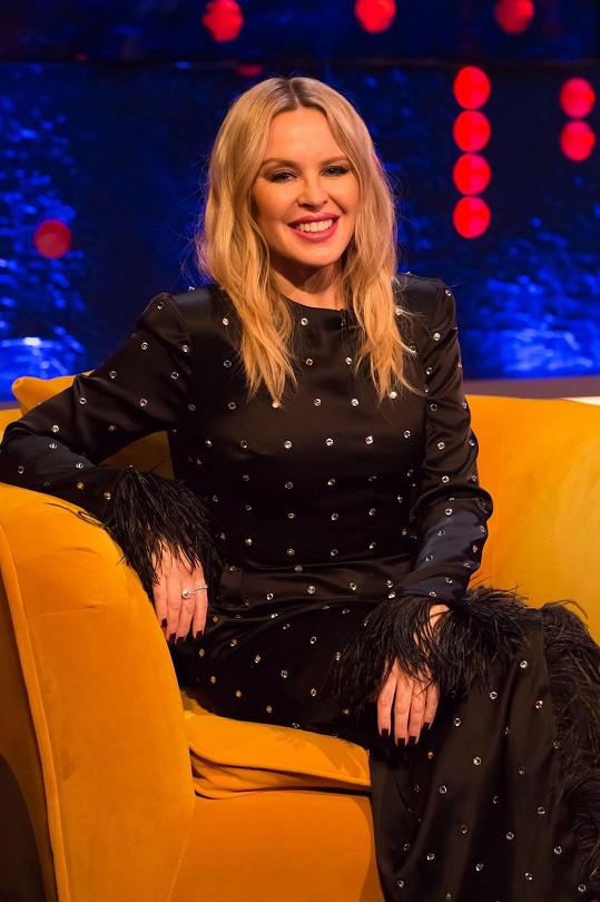 Kylie Minogue vypadá stále skvěle. 28. května slaví 53. narozeniny.