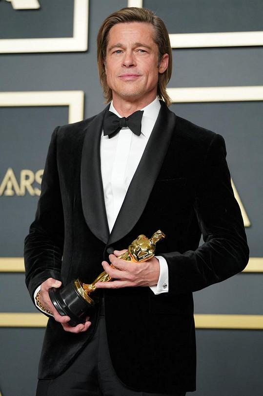 Brad Pitt konečně získal Oscara.