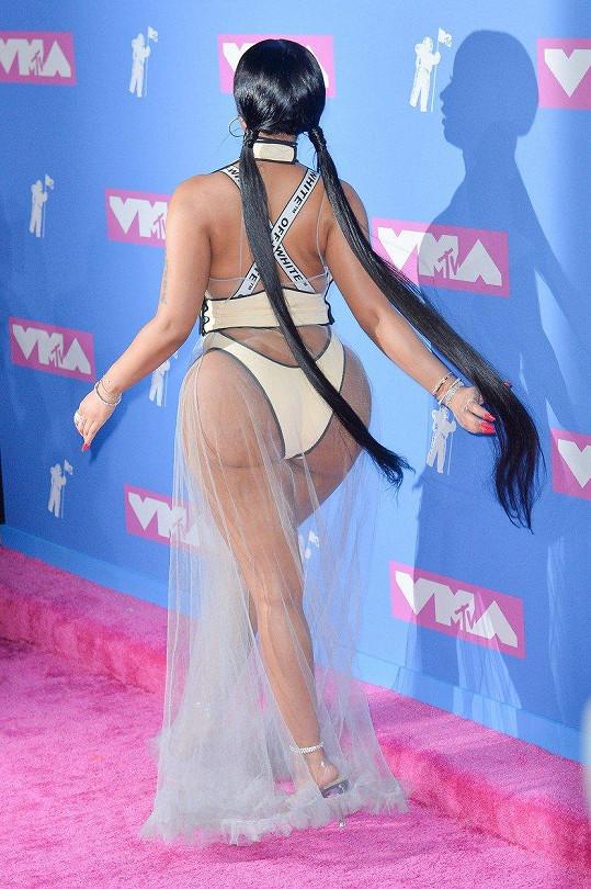 Nicki Minaj ukázala své křivky v plné kráse.