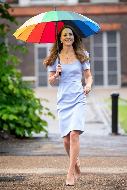 Kate Middleton vynesla světle modré šaty na uvedení svého nového charitativního projektu.