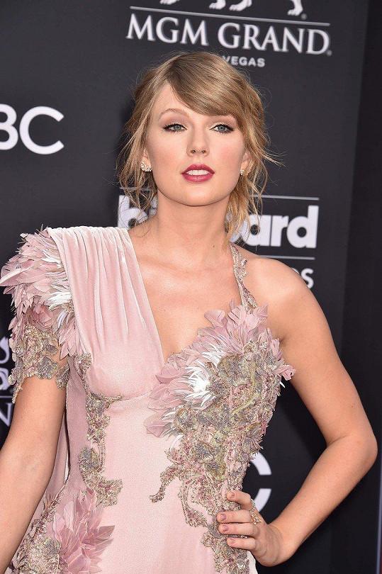 Taylor Swift na udílení Billboard Music Awards