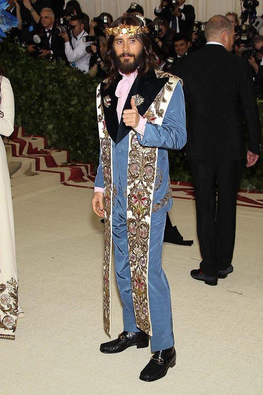 Jareda Leta proměnil italský módní dům Gucci v Ježíše.