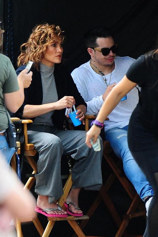 Ještě v červenci Casper doprovázel svou partnerku na natáčení.