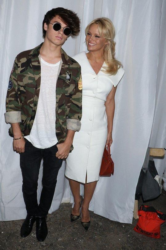 Pamela s mladším synem Dylanem