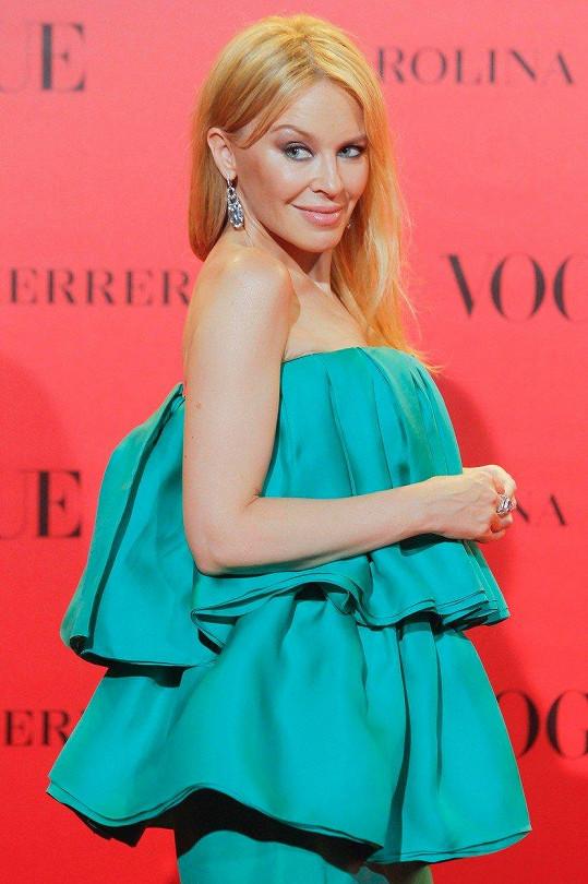 Kylie jenom zářila, padesátku by jí hádal málokdo.