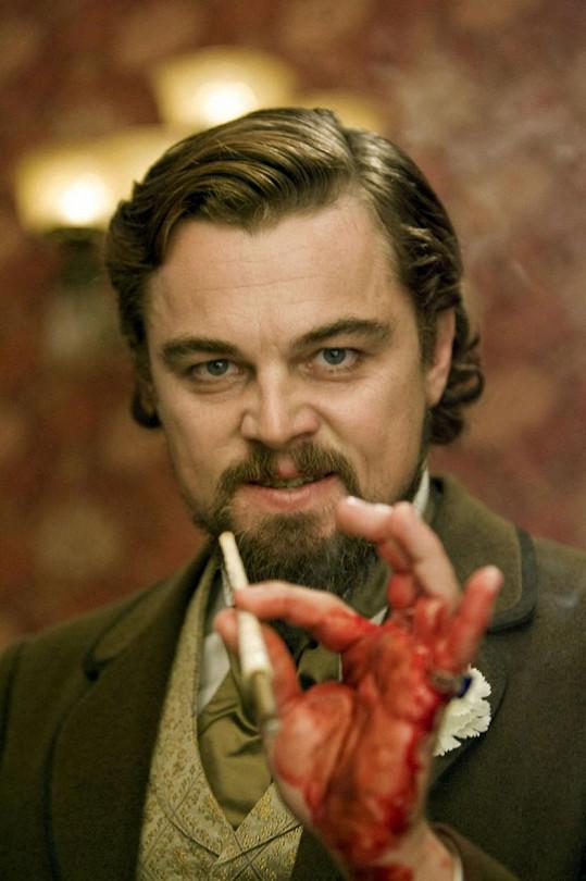 Krev na jeho ruce byla skutečná.