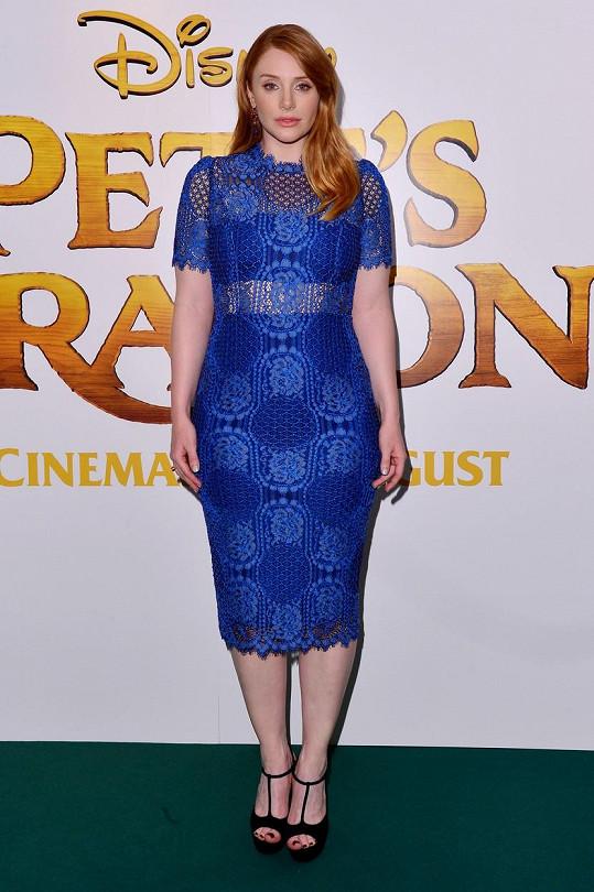V modrých šatech na londýnské premiéře filmu Můj kamarád drak vypadala podstatně lépe.