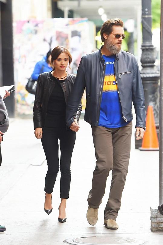 Jim Carrey s Cathrionou randil od roku 2012.