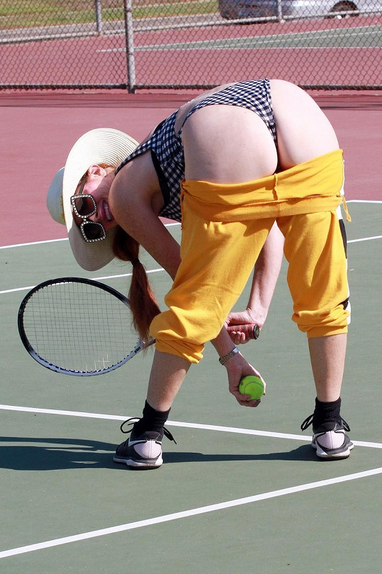 Na tenisovém kurtu bylo veselo.