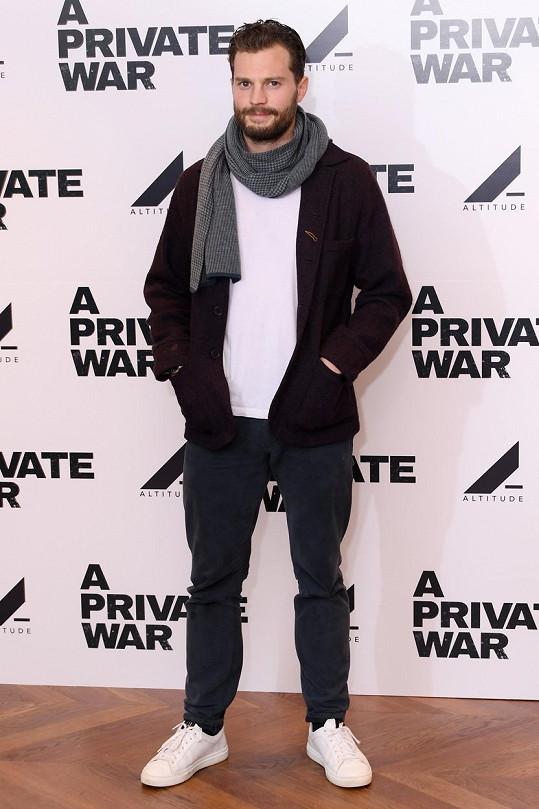 Jamie Dornan zabodoval i v převleku za ženskou.