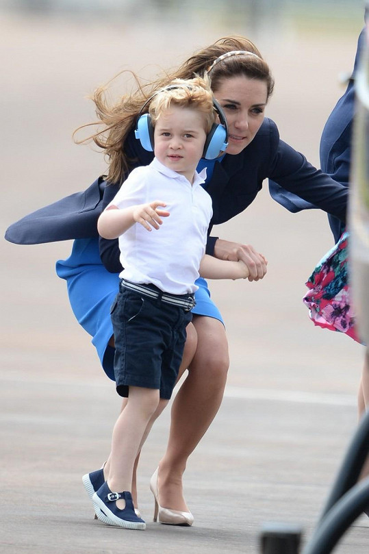 Kate a William vzali syna na vojenskou přehlídku.