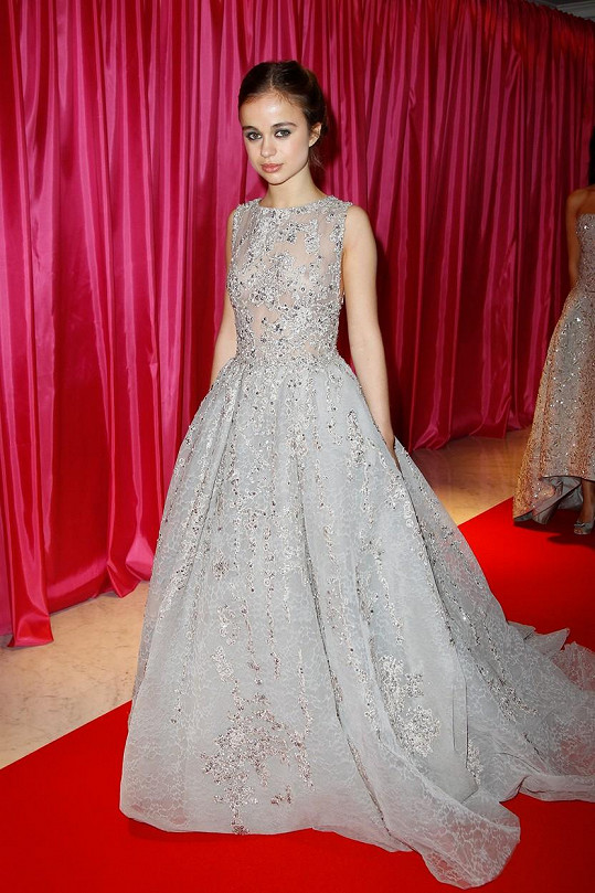 Lady Amelia Windsor v roce 2013 na plese debutantů