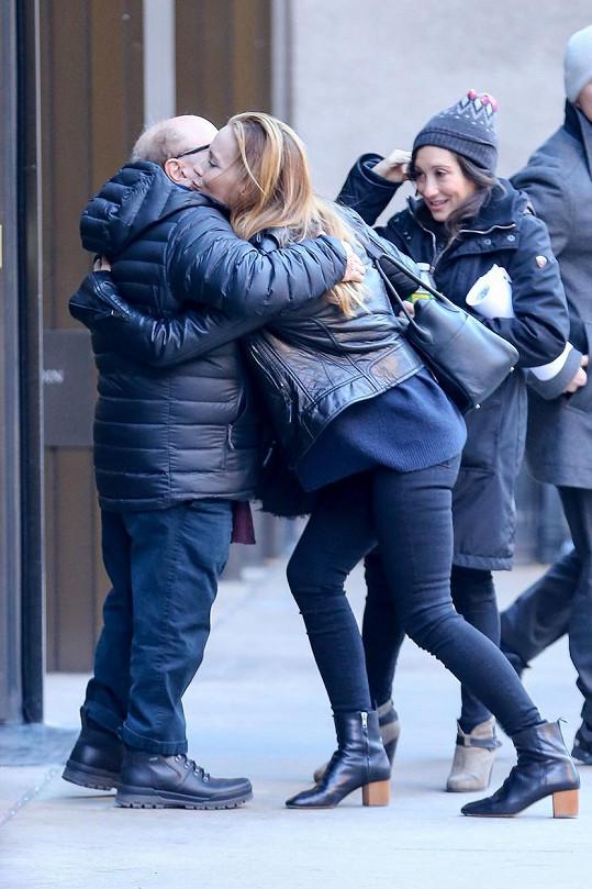 Dvojice se na Manhattanu potkala s herečkou Leslie Mann.