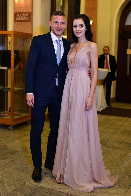Pavel Kadeřábek s manželkou Terezou. Obránce bundesligového Hoffenheimu skončil v anketě druhý.