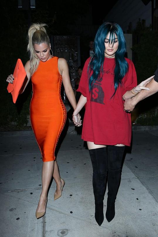 Sestry Khloé Kardashian a Kylie Jenner zašly na večeři.