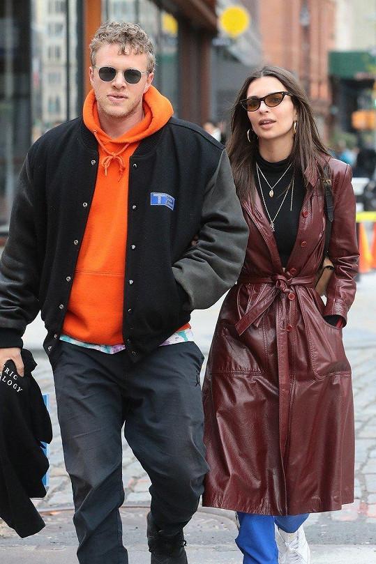 Ratajkowski se nedávno provdala za herce Sebastiana Beara-McClarda.