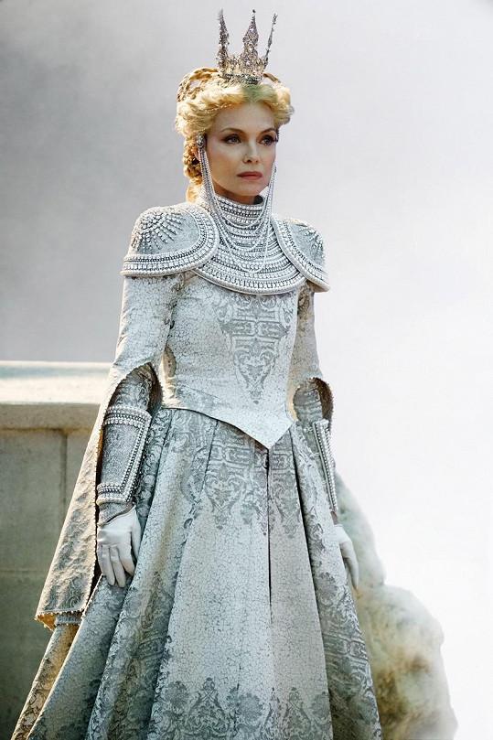 Ve filmu Zloba: Královna všeho zlého si zahrála roli královny Ingrith