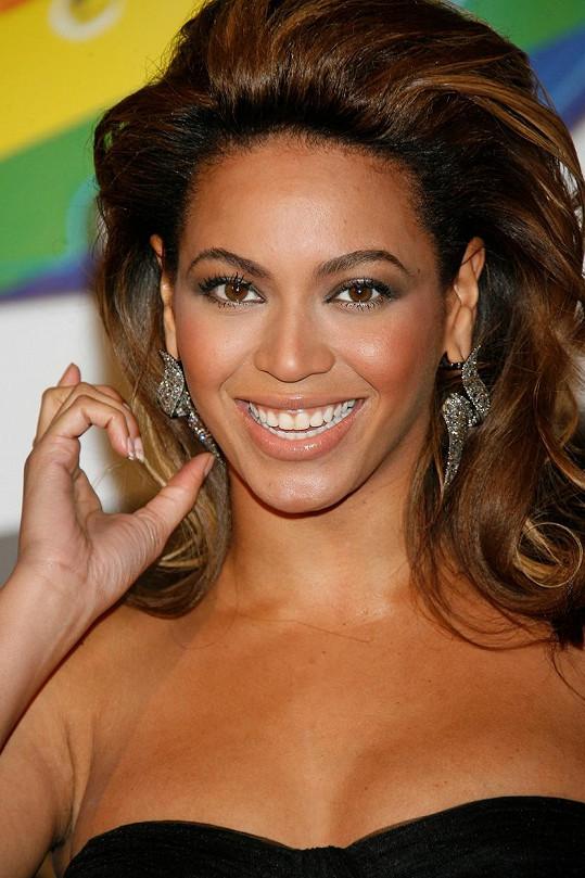 Hned za Hadid se umístila zpěvačka Beyoncé...