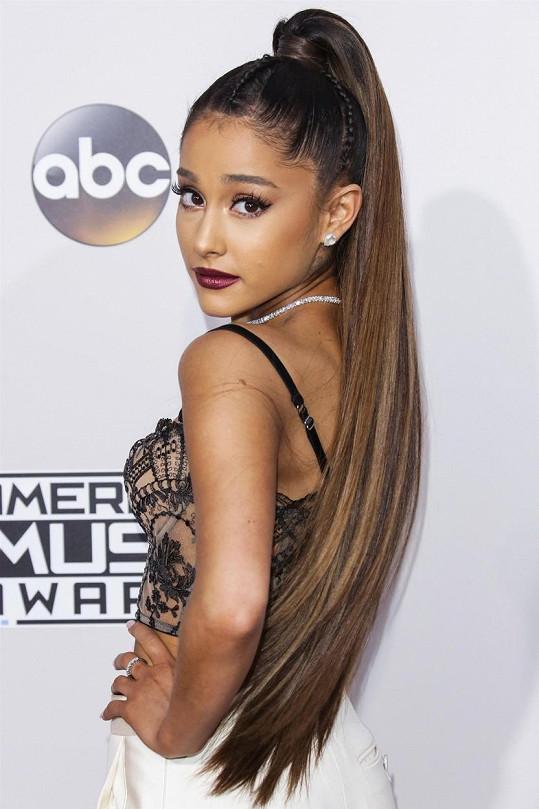 Třetí v pořadí, ale první mezi ženami, je ve světovém žebříčku Ariana Grande.