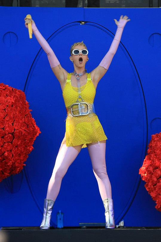 Takhle Katy Perry (32) nedávno o víkendu v kalifornském Carsonu.