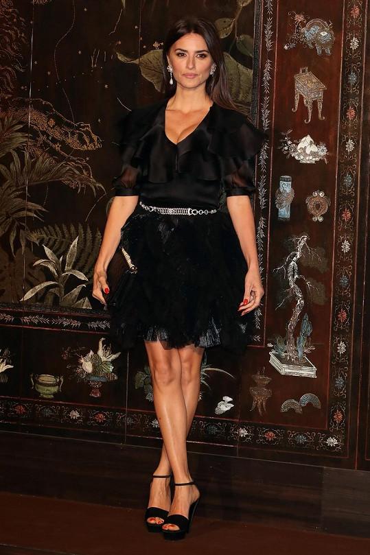 Penélope Cruz je stále krásná.
