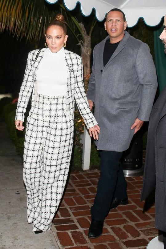 Jennifer Lopez a Alex Rodriguez uvažují, že se vůbec nevezmou.