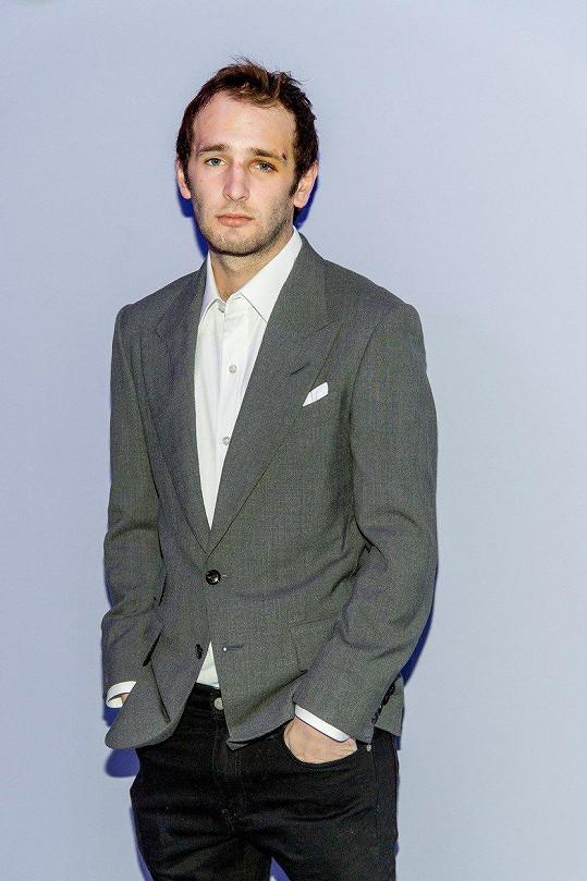 Takhle se Hopper Penn v únoru objevil na newyorském fashion weeku.