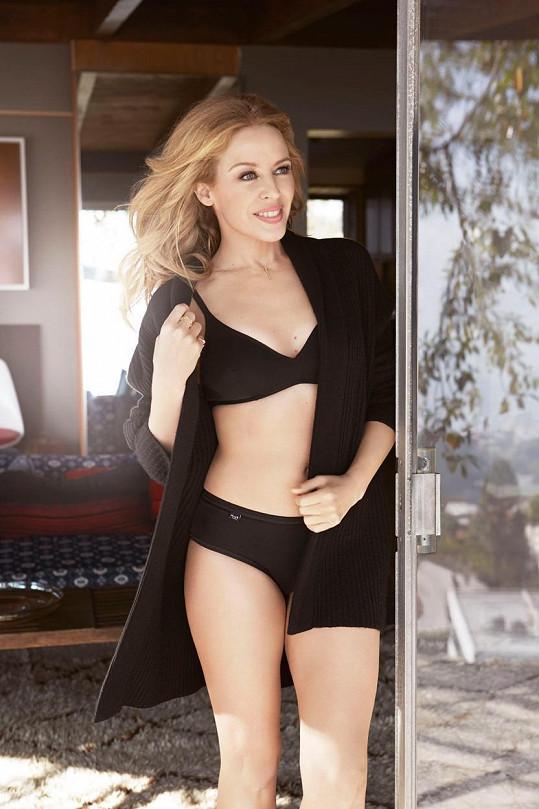 Kylie Minogue to nesluší jen na pódiu, ale i jako modelce.