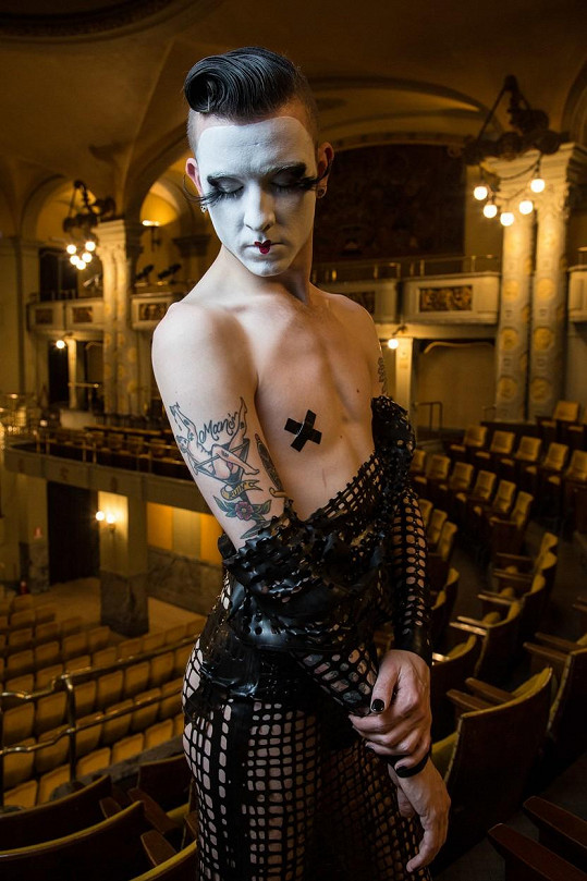 Raven, Dark Prince of Burlesque