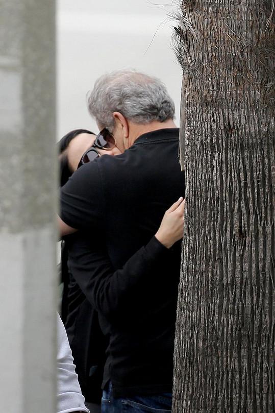 Mel Gibson prožívá s Rosalind harmonický vztah.