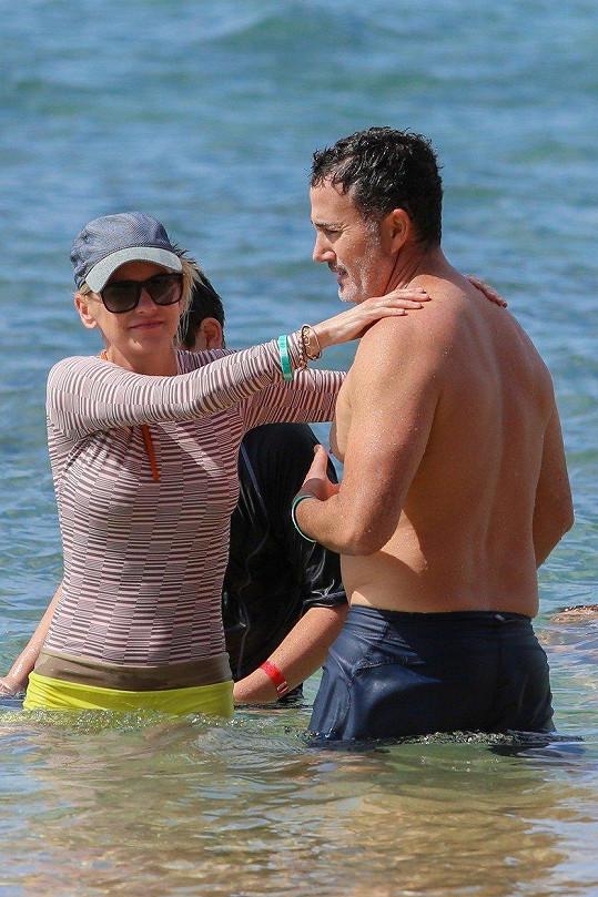 S novým partnerem Michaelem Barrettem si užívala dovolenou na Havaji.