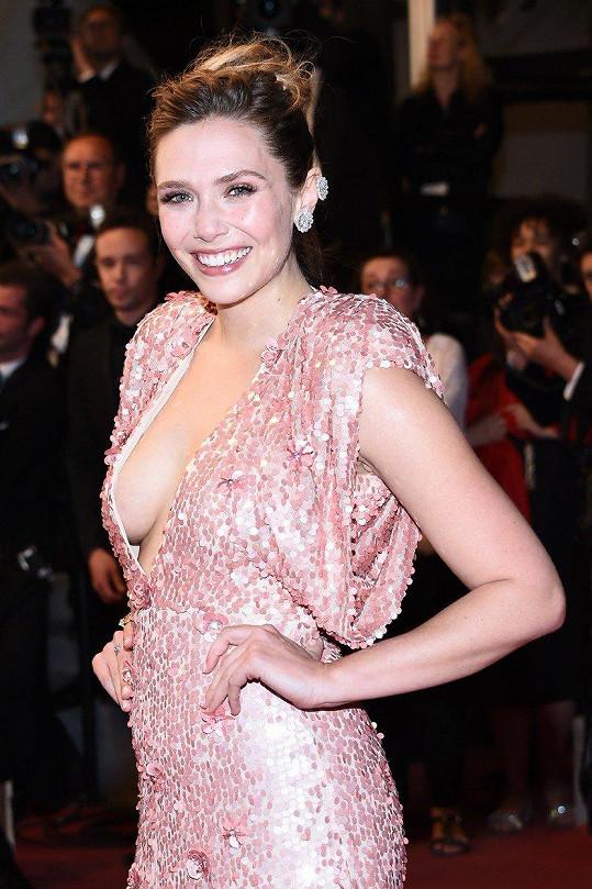 Elizabeth Olsen loni v Cannes