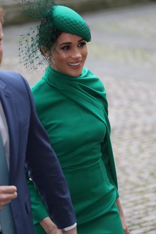 Meghan rozdávala úsměvy. Jedny z posledních na oficiální akci s královskou rodinou.
