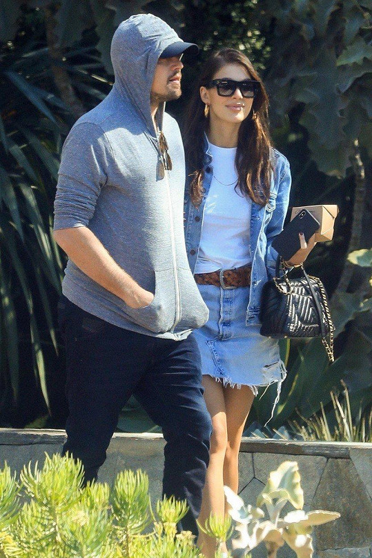 Leonardo DiCaprio a Camila Morrone v ulicích Los Angeles