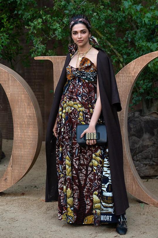 Na módní show Dior v Paříži rozhodně nesplynula s davem.