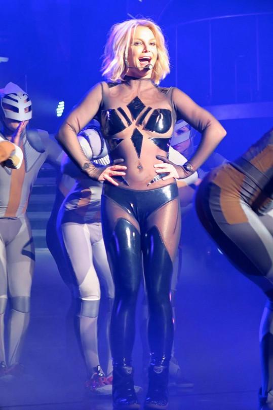 Úsporné kostýmy měla Britney vždycky, teď jí ovšem padnou jako nikdy dřív.