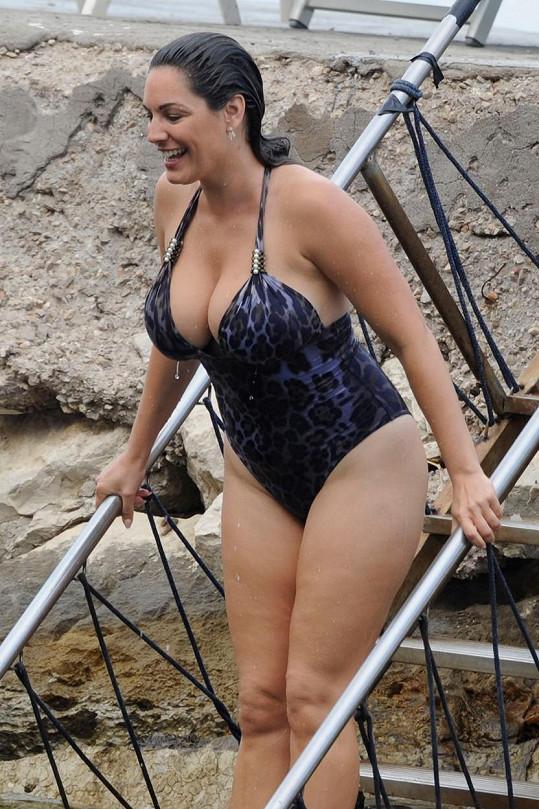 Kelly Brook přišla o dřívější sexy křivky.