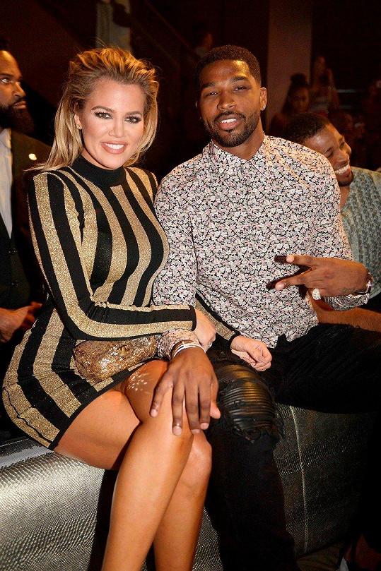 Kardashian s otcem dítěte Tristanem Thompsonem, kterého nachytali s jinou.