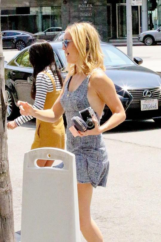 Kate Hudson v Beverly Hills