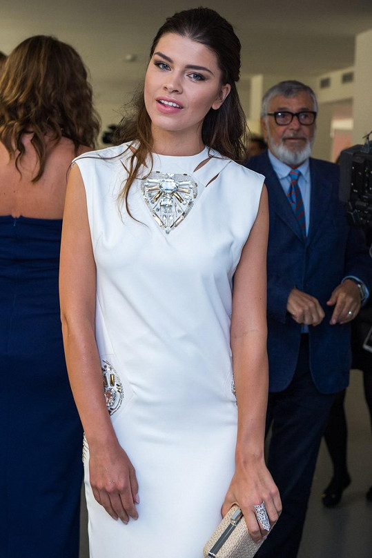 Dámy a pánové, seznamte se s ředitelkou Miss SK Karolínou Chomistekovou.