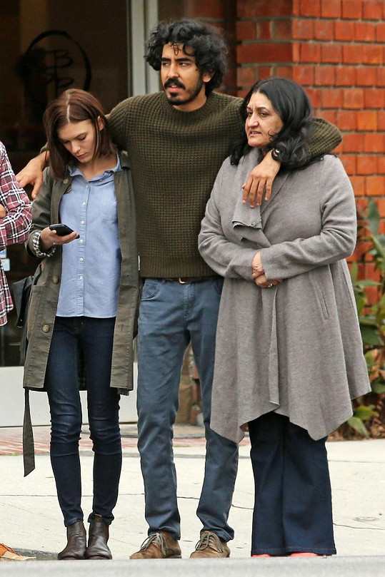 Herec se svými ženami - přítelkyní Tildou a maminkou Anitou