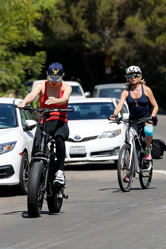 Kate a Goldie si udržují postavu sportem.